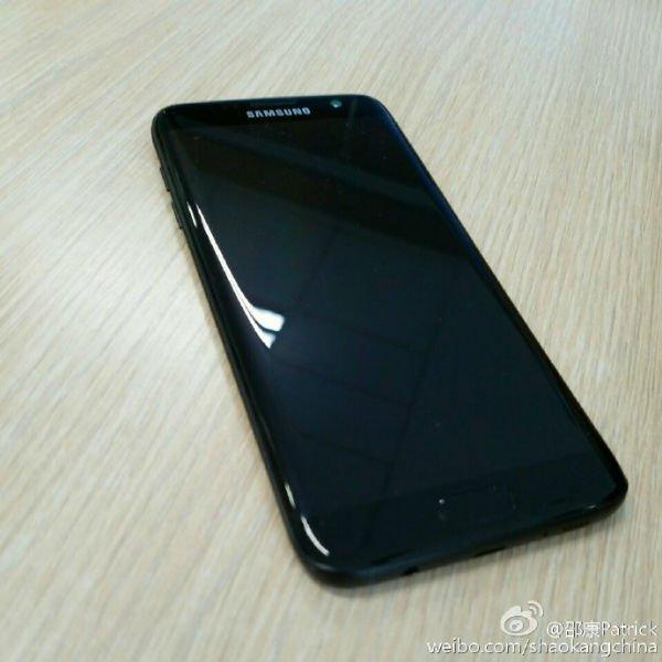 s7-edge-glossy-black-7-w600
