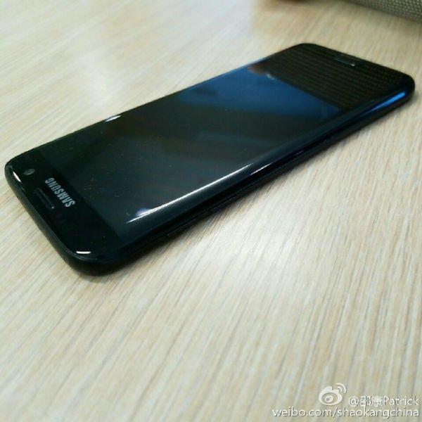 s7-edge-glossy-black-8-w600
