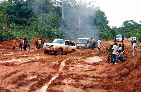 un-car-liberia-road