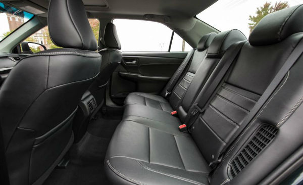 2017-toyota-camry-hybrid-128-876x535-w600-h600