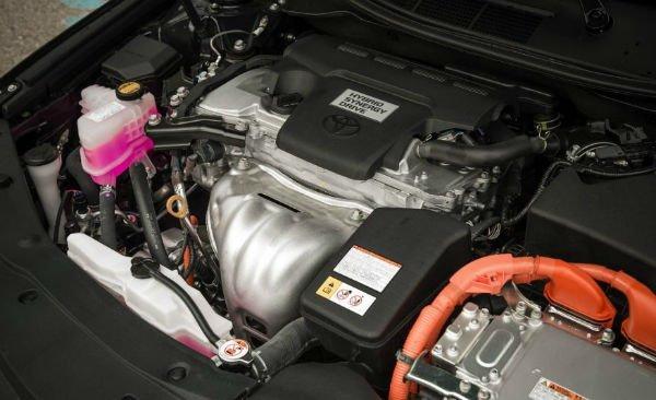 2017-toyota-camry-hybrid-139-876x535-w600-h600