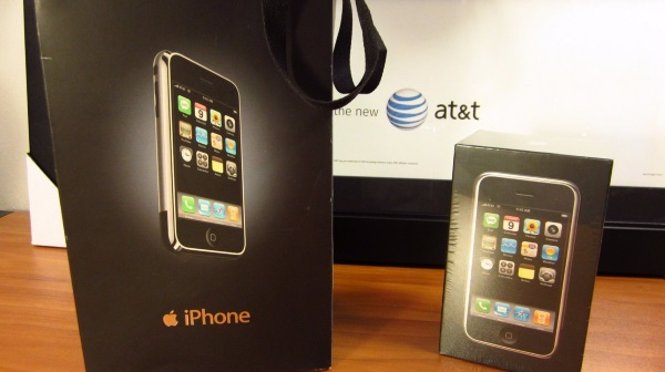 original-apple-iphone-in-a-sealed-box-goes-for-big-bucks-at-ebay-2