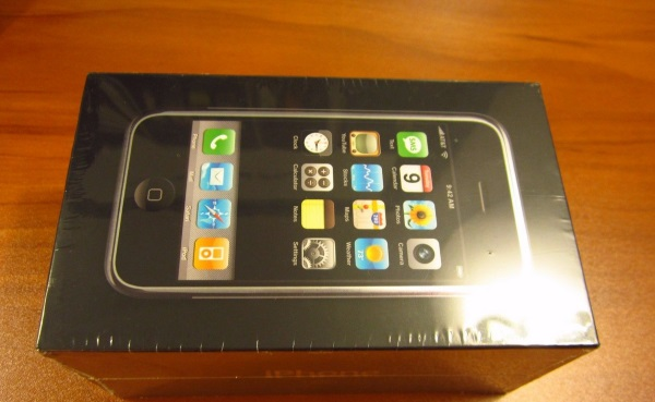 original-apple-iphone-in-a-sealed-box-goes-for-big-bucks-at-ebay-3