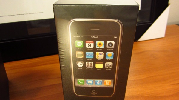 original-apple-iphone-in-a-sealed-box-goes-for-big-bucks-at-ebay-4