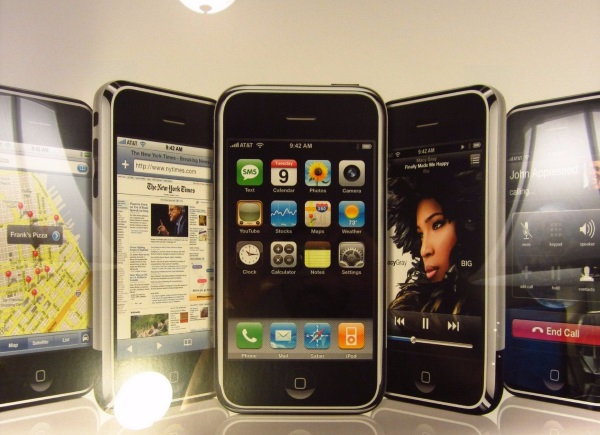 original-apple-iphone-in-a-sealed-box-goes-for-big-bucks-at-ebay-6