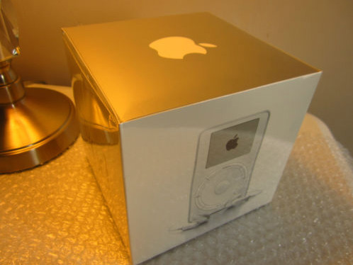 original-ipod-in-sealed-box-is-200k-on-ebay-2
