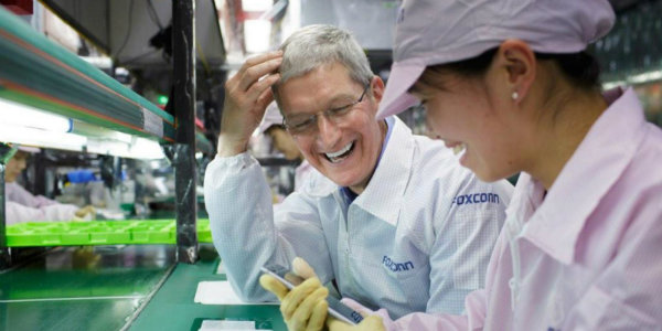 foxconn-iphone-tim-cook-us1-w600