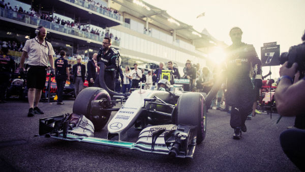 nico-rosberg-2016-world-championship-victory-behind-the-scenes-imagery-w600-h600