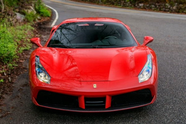 the-front-end-was-also-slightly-made-over-to-be-a-bit-less-fine-lined-than-the-458-and-a-bit-more-in-tune-with-the-fascia-on-the-laferrari_crop_600x400