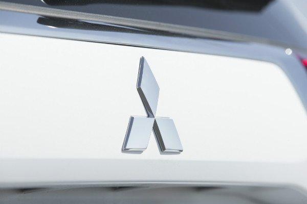 2016-mitsubishi-outlander-sel-s-awc-emblem