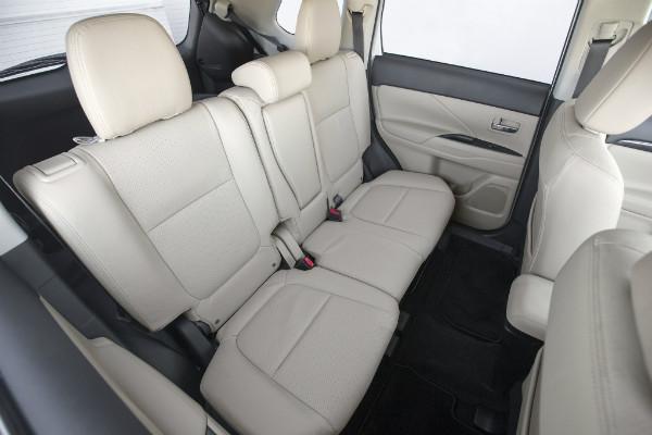 2016-mitsubishi-outlander-sel-s-awc-rear-interior-seats
