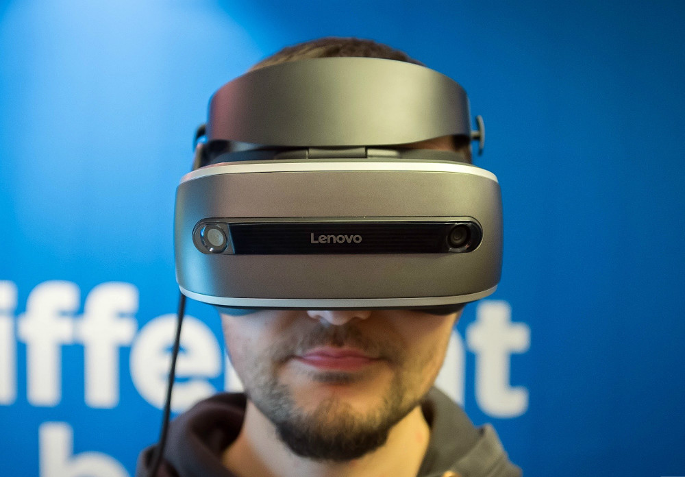 ces-lenovo-holographic-headset-2