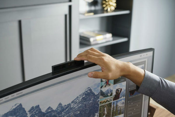 hp-envy-curved-aio-34_lifestyle_pop-up-camera-copy-1079x720