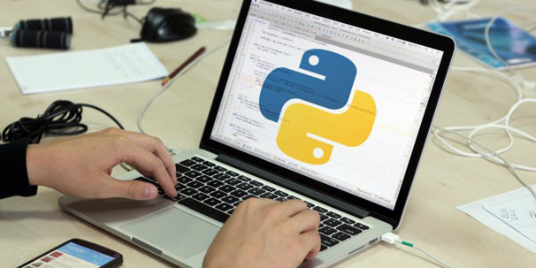 python programming 670x335 w600 - ساده ترین زبان برنامه نویسی چیست؟