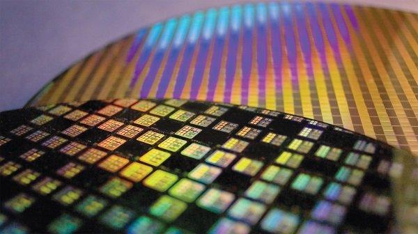 tsmc wafer semiconductor chip 300mm fab 3 شرکت TSMC چگونه به یکهتاز بازار ساخت تراشه تبدیل شد؟ اخبار IT