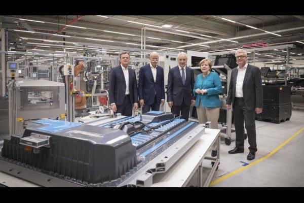 Daimler Battery Plant Kamenz 600x400 نگاهی به آینده تکنولوژی باتری؛ آیاانقلاب صنعتی بعدی در راه است؟ اخبار IT