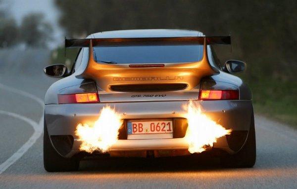 car exhaust fire 600x383 فیلتر OPF چیست و چه بلایی بر سر صدای جذاب اگزوز میآورد؟ اخبار IT