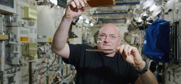 یک سال زندگی در فضا چه آسیبهایی به اسکات کلی وارد کرد - 25