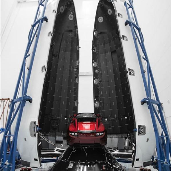 خودروی رودستر در راکت فالکون هوی۳