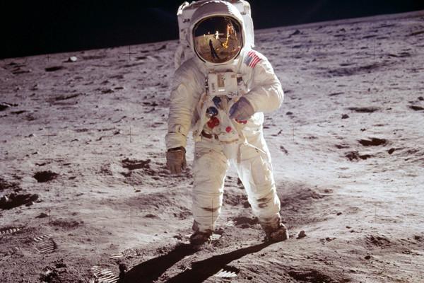 اسپیس ایکس، بلو اوریجین یا بوئینگ؛ کدام شرکت انسان را به ماه میبرد؟