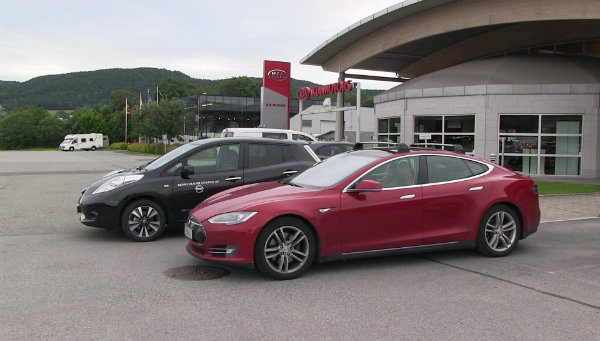 tesla model s and nissan leaf