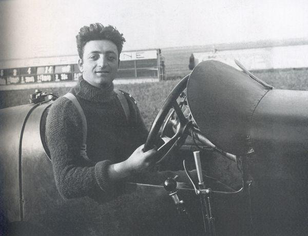 1942_rogito_Auto_Avio_foto_di_repertorio_di_Enzo_Ferrari