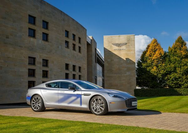 Aston_Martin-RapidE_Concept_2015