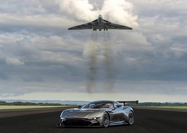 Aston_Martin-Vulcan_2016