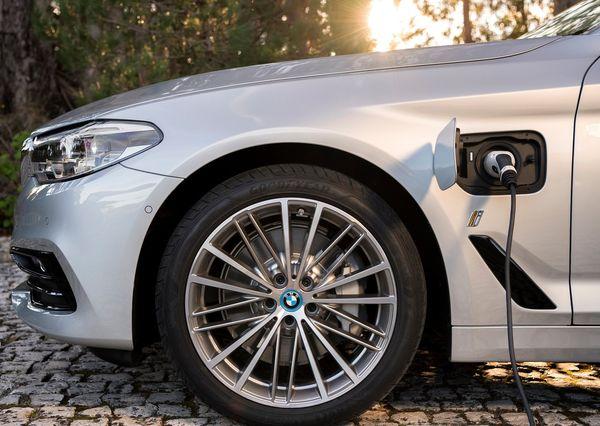 BMW-530e_iPerformance-2018 (2)