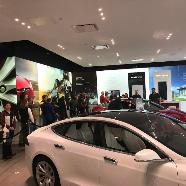 Hundreds-of-Tesla-fans-are-lining-up-outside-of-showrooms-to-check-out-the-Model-3