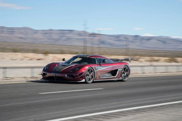 Koenigsegg-Top-Speed-Record-Run258