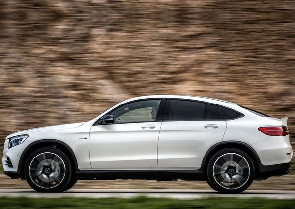 Mercedes-Benz-GLC43_AMG_4Matic_Coupe-2017