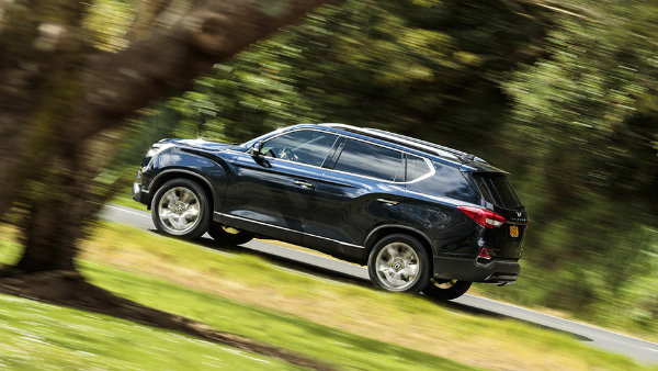 SsangYong Rexton G4-side action