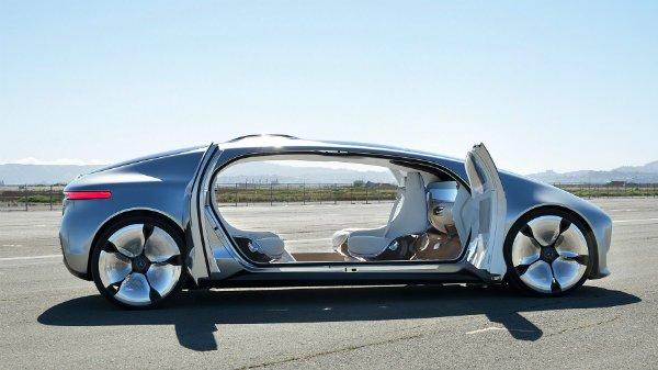 F 015 Luxury in Motion
