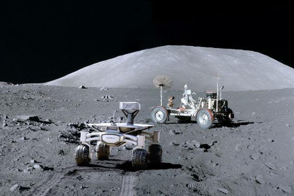 کاوشگر در ماه