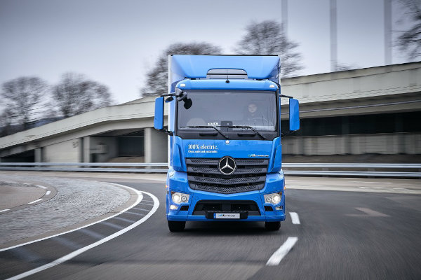 mercedes-benz-introduces-the-eactros-a-200-km-heavy-duty-electric-truck_10