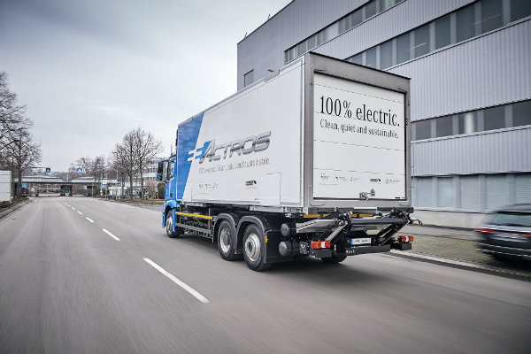 mercedes-benz-introduces-the-eactros-a-200-km-heavy-duty-electric-truck_12