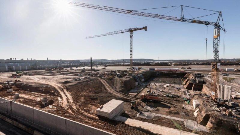 مرسدس بنز با احداث یک کارخانه بزرگ خود را برای تولید مدل های برقی آماده می کند