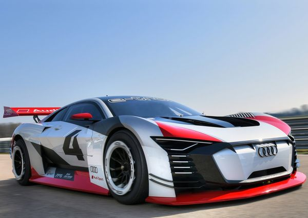 Audi-e-tron_Vision_Gran_Turismo_Concept-2018