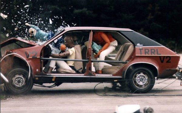 Car crash with no seatbelt