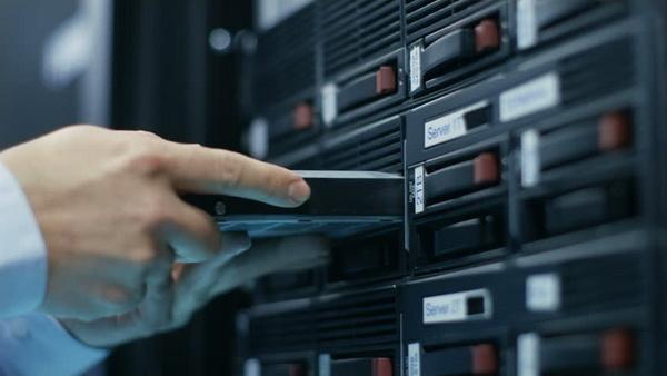هارد دیسک در مرکز داده