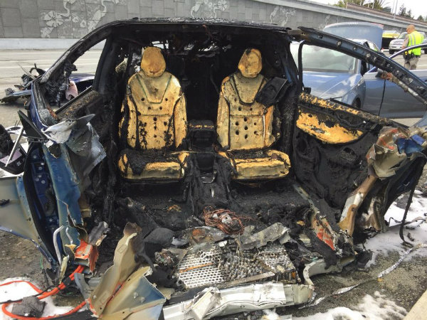 tesla-model-x-involved-in-fatal-fiery-crash-on-highway-101-in-mountview_1