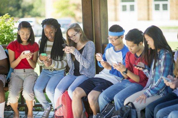 نوجوانان آمریکا بی دلیل به آیفون علاقه دارند