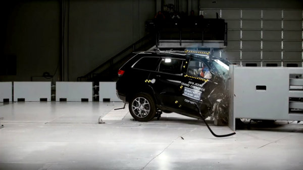Passenger-side tests of midsize SUVs reveal some major flaws - IIHS News 3