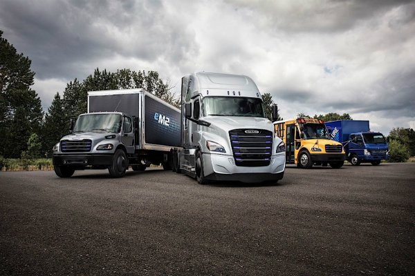 daimler-shows-off-two-new-electric-freightliner-trucks-for-the-us_1