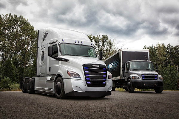 daimler-shows-off-two-new-electric-freightliner-trucks-for-the-us_2