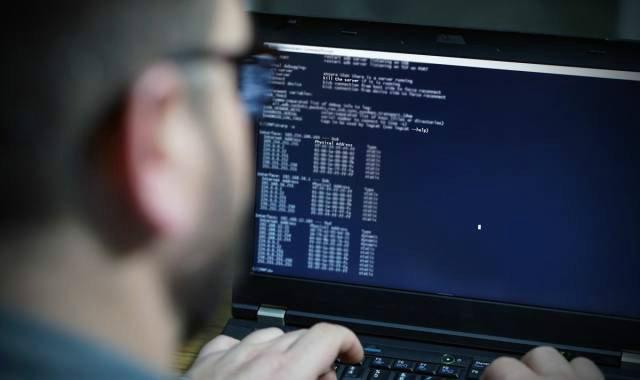 هکر دسترسی به سیستم امنیتی فرودگاه