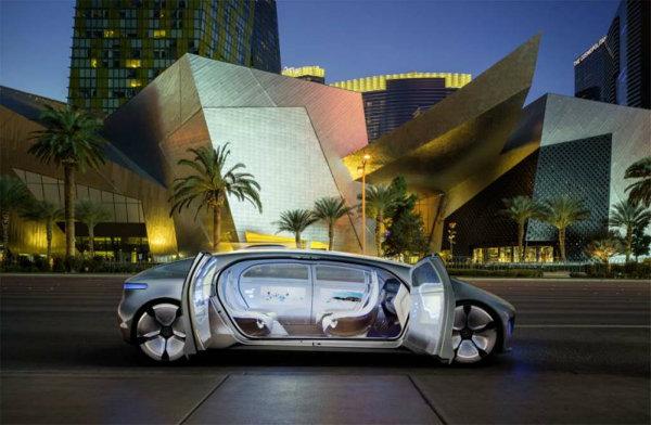 Mercedes-Benz-F-015-Concept-doors-open