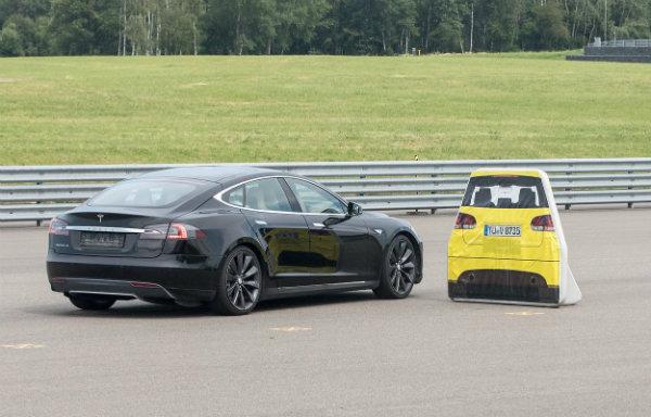 Tesla Model S Fails Vague Auto Brake Test (11)