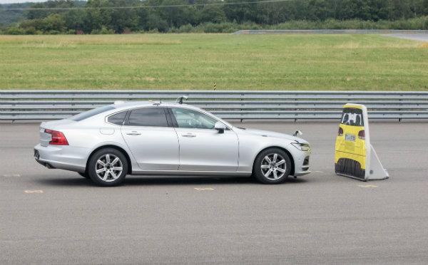 Tesla Model S Fails Vague Auto Brake Test (3)